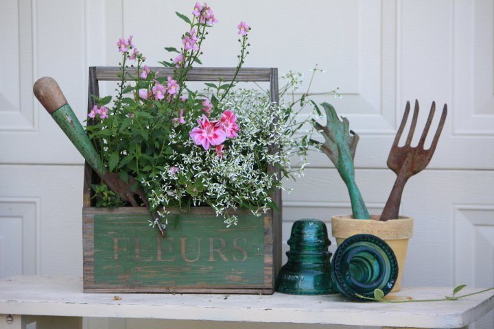Fleurs planter box and vintage garden tools